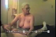 Abuela hace sensuales pajas
