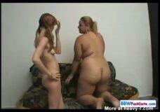 Imagen Lesbiana Anoréxica tiene sexo con una mujer gigante