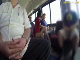 Mamada en un autobús público