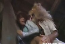 Sexo con un León, violada por animales