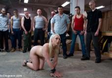 Quería ser humillada y follada por muchos hombres