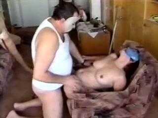 Mujer sin brazos ni piernas follando