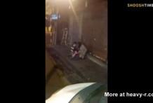 Borrachos tienen sexo en la calle