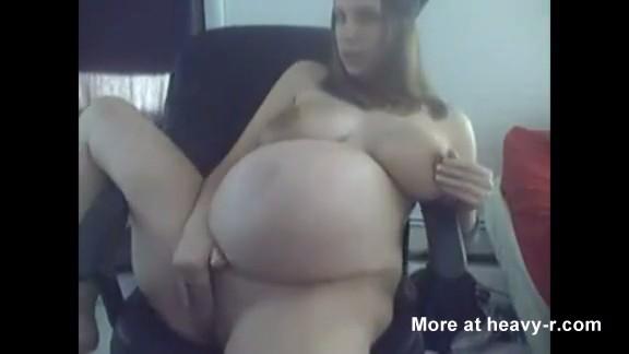Porno duro con una chica embarazada a punto de estallar