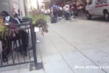 Pillada masturbandose en una terraza