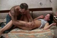 Adolescente sexo con hombre sucio viejo y peludo