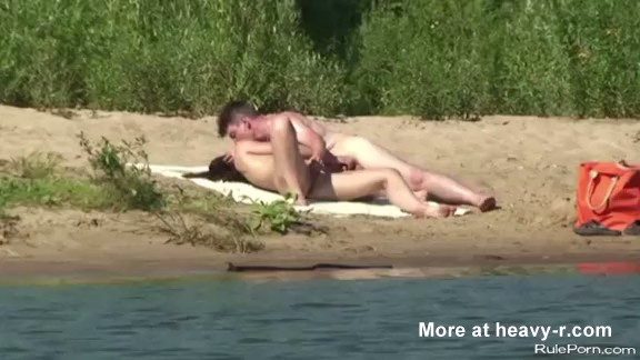 Voyeur graba a una pareja follando al aire libre