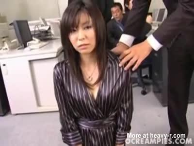 Secretaria obligada a hacer un gangbang con todo el personal de oficina