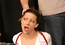 Fetiche sádico tortura a esta joven sus tetas