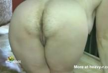 Mujer Gorda con el culo peludo tirandose peos