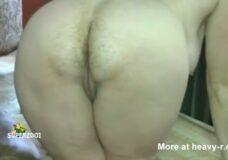 Imagen Mujer Gorda con el culo peludo tirandose peos