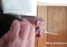 Imagen Cabeza de polla atravesada con una aguja