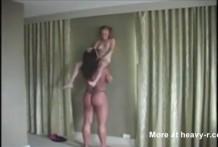 chica enana violada por una zorra gigante miniatura