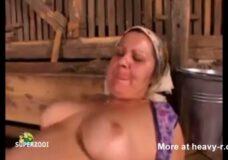 Imagen Mujer granjera gorda y puerca follada en el establo