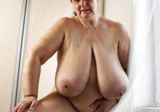 Vieja gorda con enormes tetas caidas 12