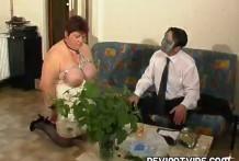 Bondage Mujer Gorda siente mucho dolor en su cuerpo