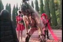 Chica disfrazada de caballo Juego de Rol BDSM Bizarro