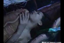Chica follada dentro de la boca de un monstruo