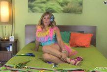 Mujer cerda tirandose peos miniatura