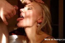 Abuela con esperma en la cara