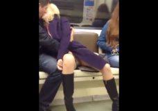 Imagen Le hace un dedo en el tren de cercanias