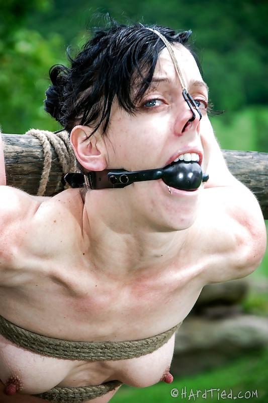 Mujeres en máquinas de torturas sexuales, Fotos 7