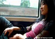 Imagen Asiática se da placer en el tren
