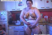 Guarra y sucia mujer gorda llena de caca