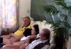 Imagen Viejos pervertido se follan a una adolescente