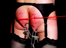 Tortura dolorosa con un esclavo maltratado
