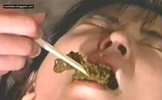 Imagen Japonesa come caca con palillos