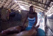 Africana hace unas pajas de infarto miniatura