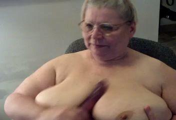 Que cachonda esta la puta de la vieja