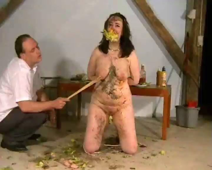 Mujer usada sexualmente como un cubo de basura