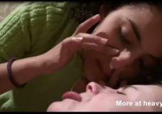 Imagen Lesbianas comparten mocos con sus narices
