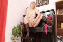 Abuela con un coño con mucha carne