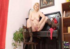 Imagen Abuela con un coño con mucha carne