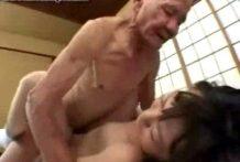 colegiala japonesa follada por viejo pedo miniatura