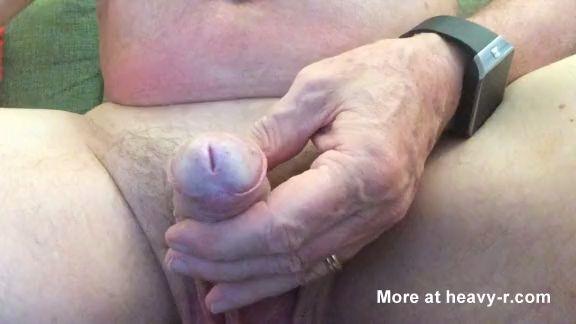 pene dilatado con dos cucharas thumb0 - Pene dilatado con dos cucharas
