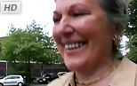 Abuelita pillada en la calle