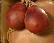 Bondage hardcore con una mama lactante