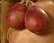 Imagen Bondage hardcore con una mama lactante