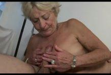 Que bien chupa y folla esta abuela !!!
