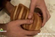 Rellena el pan con su semen