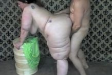 Una mujer con el culo muy gordo