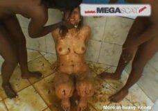 Imagen Señoras negras hacen comer mierda a la esclava