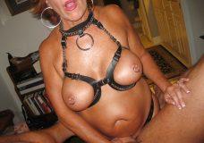 Fotos de una abuela explosiva a la que le gusta el sexo duro