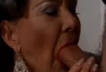 La abuela es una vieja traviesa