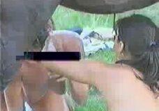 Imagen Dos putas beben esperma de caballo