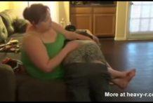 Su esposa le castiga con azotes fuertes